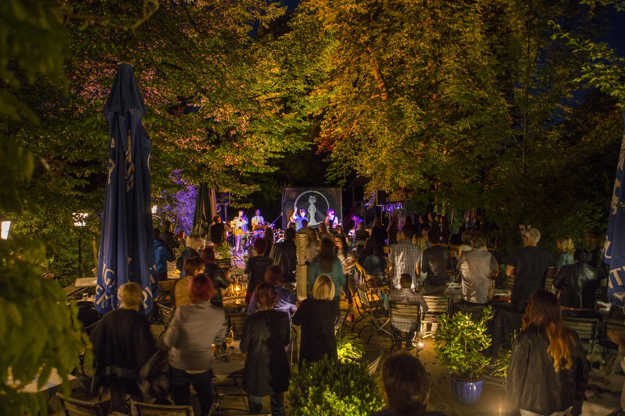 Kulinarik und Musik im Gastgarten