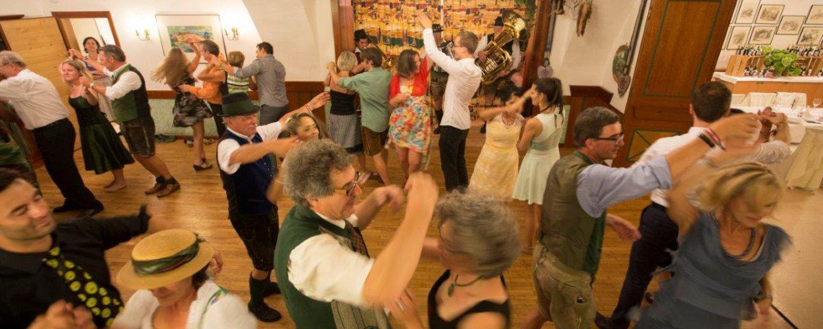 Musik u. Tanz im Gasthof Pack
